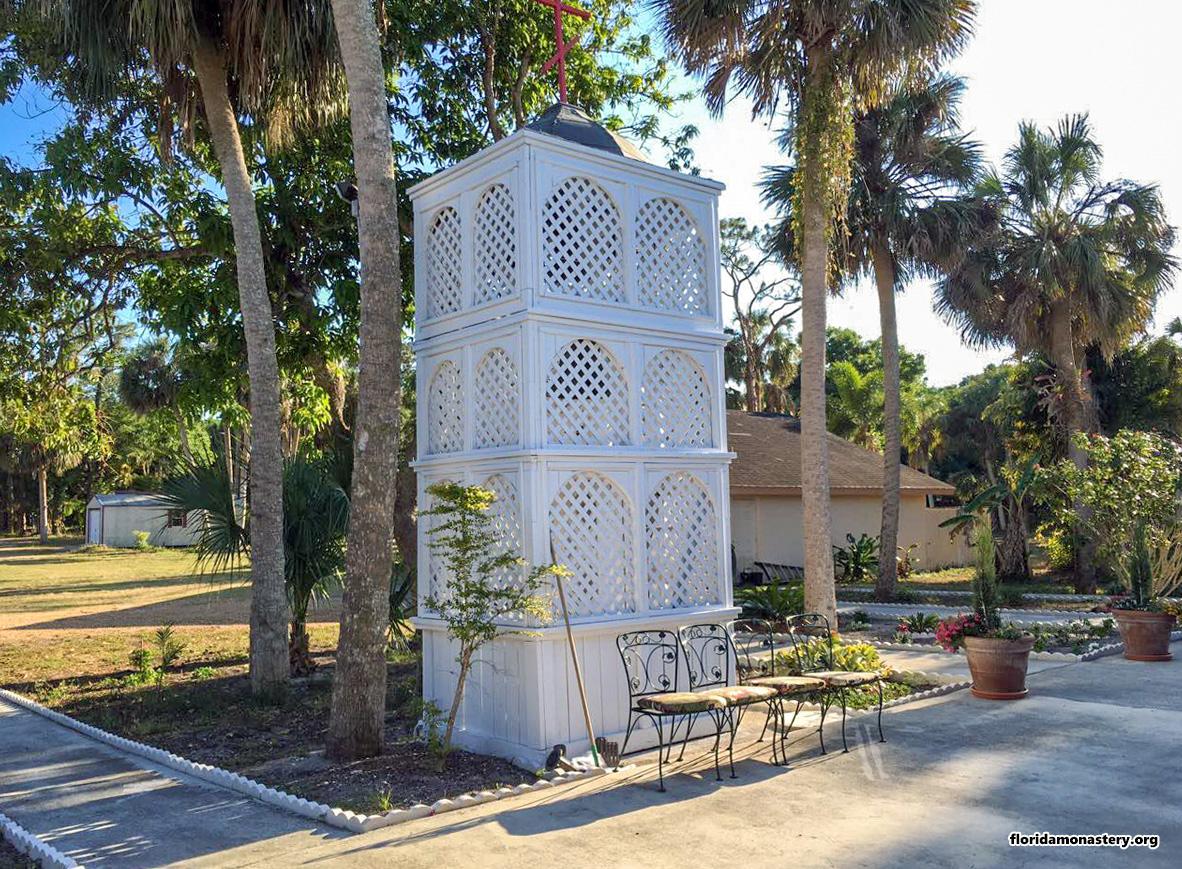 К Пасхе отреставрировали монастырскую колокольню