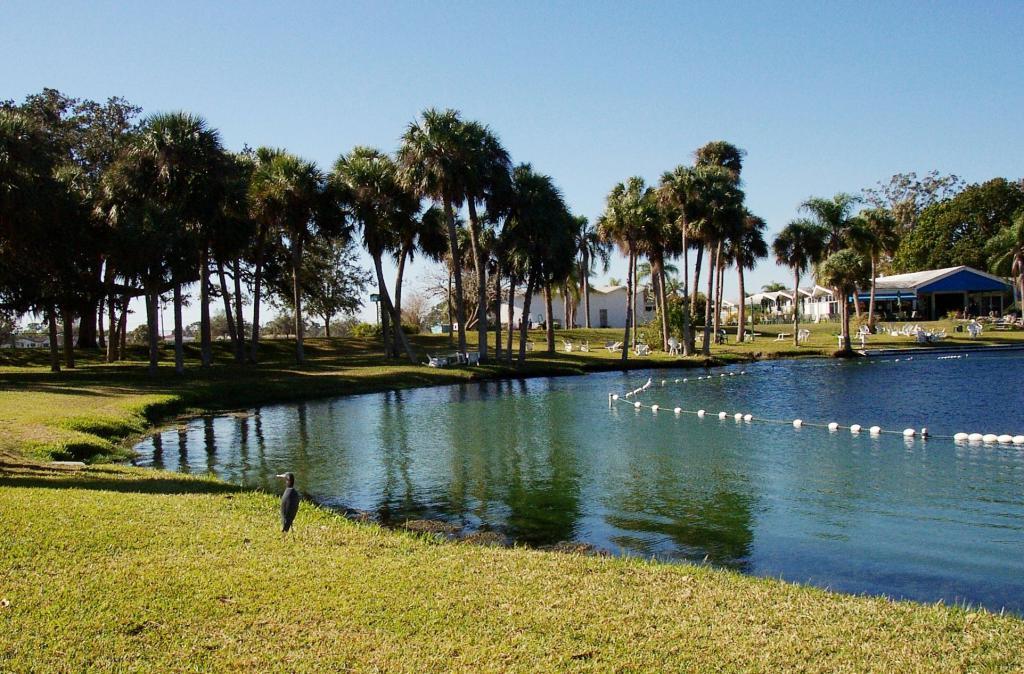 Целебное чудо-озеро возле монастыря святого Николая во Флориде